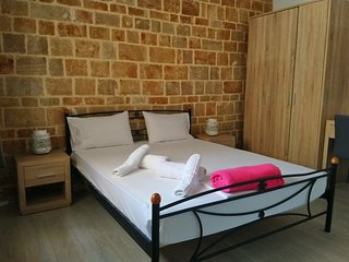 Mulberry Wood & Stone Suite (Self-catering Apt)