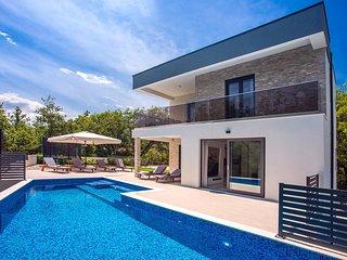 Villa Zora Modern and luxurious villa with heated pool, sauna, 4 bedrooms