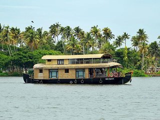 Platonic Holidays Houseboats,Alleppey