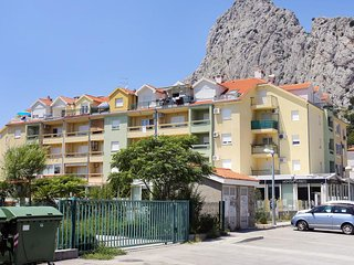 Two bedroom apartment Omiš (A-12079-a)