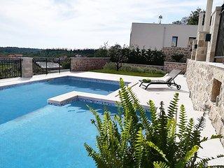 Villa Lucija, Cilipi, Dubrovnik riviera, pool and jacuzzi