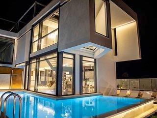 Luxury villa | private pool, close to the beach