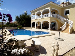 Villa, 2 livings, 2 kitchens, 4 bedrooms, 3 bathrooms sea sight, private pool.