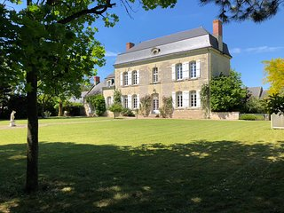Beautiful & charming Manoir with swimmingpool outside Saumur