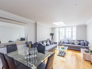 Luxury New  Apartment With Private Garden