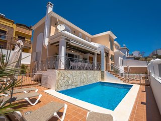 AMAIZING 5 BEDROOMS VILLA WITH POOL IN NERJA