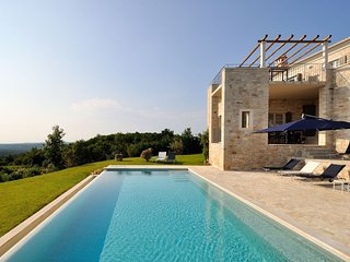Stone Villa Portole, in Istria, with a Pool