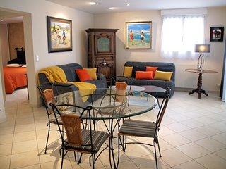 Villa l'Olivier - Location Appartement, charme et qualite, proche plage.