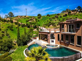 Malibu Wine District Mansion, Villa Shiraz!