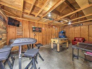 Cozy Big Bear Home w/ Yard, Deck & Playroom/Arcade