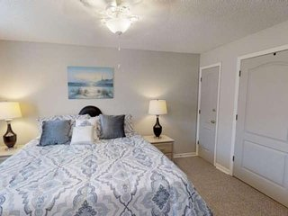 Spacious One Bedroom Corner Unit Minutes From the Beach and Pier Park Plus Free