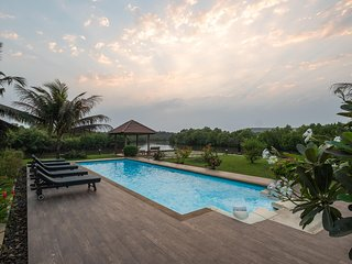 Aquamarine-Riverfront 4 BR Luxury Villa at Saipem with a pool Close to Candolim