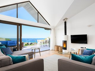 Skyline, a luxury house overlooking Mawgan Porth beach in Cornwall