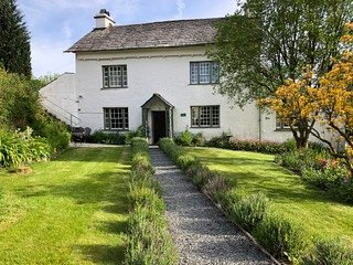 Roger Ground House: Self-Catering Holiday Cottage (Sleeps 10) with Wi-Fi