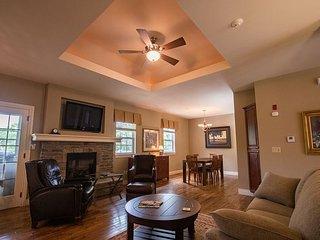 Hidden Hills - Cozy 2 bed Villa nestled in Branson Hills!