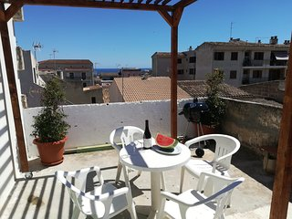 SUNNY FLAT WITH TERRACE 350 METERS TO SANDY BEACH