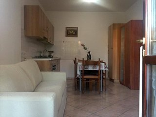 2 Bedrrom flat with private entrance & garden few steps to the sea& city center