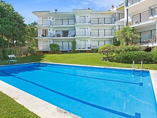 3 bedroom Apartment with Pool, WiFi and Walk to Beach & Shops - 5223645