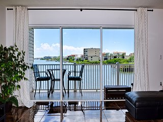 Captain's Cove 102 Pet Friendly! Waterfront Vacation Condo!