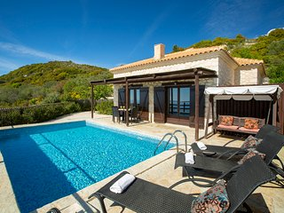Cosy Villa Ersi deal for couples and families,with private pool & sea view