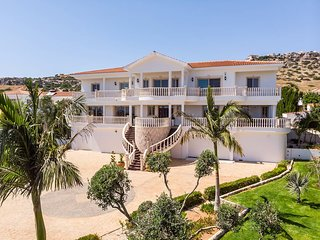 7 Bdrm Private Villa HotTub SeaViews Pool, Gardens Playground and SplashPool