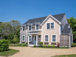 CURRM - Outstanding Designer Home, 15 Min Walk to Oak Bluffs Center,  4 Bedrooms