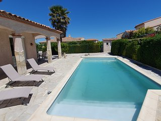 Villa with private pool, walking distance to the shops !