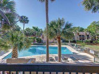 Stunning remodeled Beach Club villa. Pool Views. Sleeps 6. Walk to the beach.