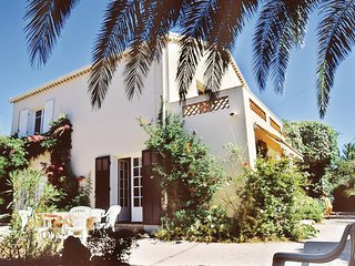 Beautiful home in Saint Aygulf w/ 1 Bedrooms