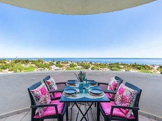 Lovely studio with panoramic sea views