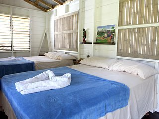 Mountain Riverside Resort - 2 Full 1 Twin (Lower Part), holiday rental in Petersfield