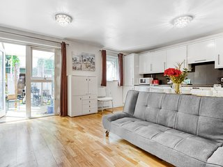 Beautiful 1 Bed Apartment w/Garden near Canary Wharf
