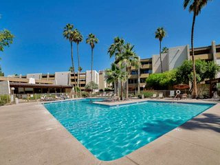 In the Heart of Old Town Scottsdale! Steps to the Heated Pool & Spa, 2 Master Su