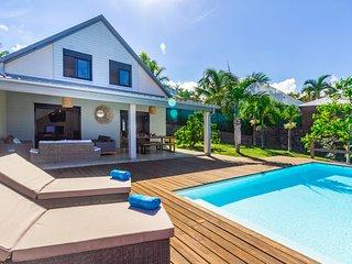 Villa Élysée - vue mer et piscine à St Gilles