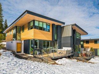 Ski-in/Out Modern Home on Northstar, Hot Tub Overlooks Slopes - Stella Nova at