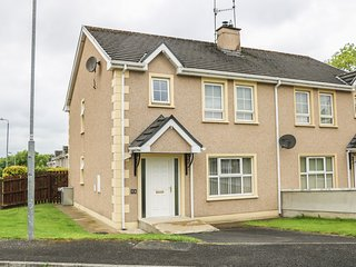 56 BEECHWOOD PARK, semi-detached, private enclosed garden, WiFi, nr Ballybofey
