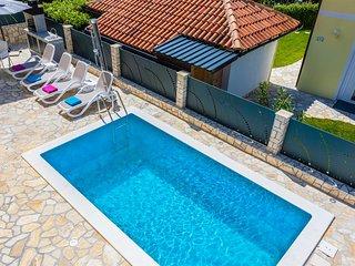 Beach Villa Oasis With Swimming pool, Seaview, SUP, Kayak And Bikes