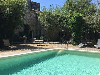 Magnifique Maison 18ieme 15pers piscine 6 chbres jardin climatisée 4kms Uzes