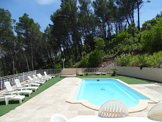 VILLA / PISCINE GRAND STANDING CLIMATISEE  16 PERSONNES FLAYOSC VAR 83