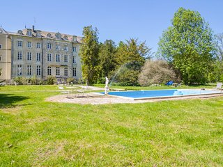 10 bedroom Chateau with Pool and WiFi - 5416028