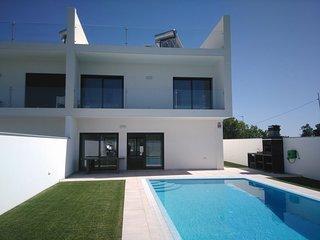 Moradia V4 com piscina em Santa Luzia