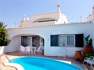 3 bedroom Villa with Air Con, WiFi and Walk to Beach & Shops - 5239040