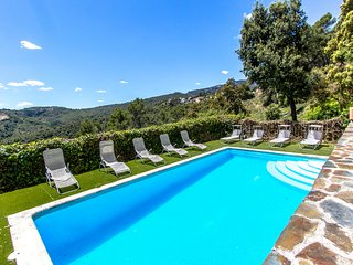 Hillside villa in Sant Feliu with mountain views, 35km from Barcelona!