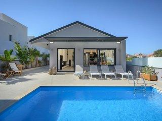 Sun Ray Beach Life Villa, 300m From Agia Marina Beach