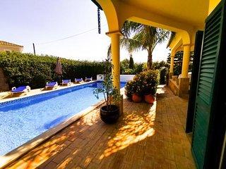 Villa do Sol, Moradia com Piscina em Carvoeiro, perto do centro e das praias!