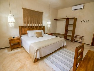 Charming apartment for 2 to 4 guests- 24HRS Check In / Free Bikes / Free WIFI