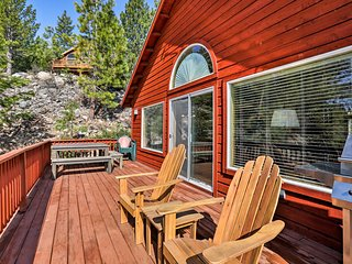 Truckee Home w/ Mtn-View Deck, 1 Mi to Skiing