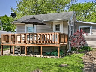 Port Clinton Home w/ Deck - A1/2 Block to Lake!