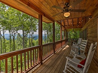 NEW! 'A Sunset Dream' - Upscale Blue Ridge Cabin!