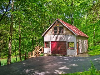 NEW! Creekside Cabin ~ 10 Mi. from Bowling Green!